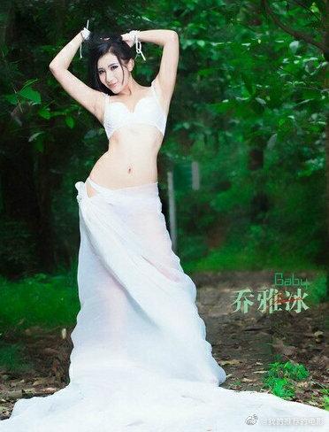 国内推女郎模特冰美人乔雅冰漏乳视频写真