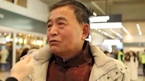 """百岁庆生:5代人接力喊妈 """"考砸""""男孩离家出走"""