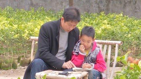 新春走基层:一位老师一位学生 既当老师又当父亲