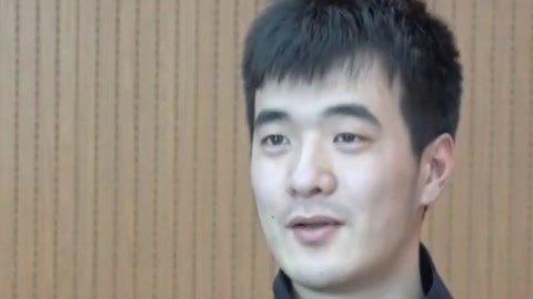"""""""凡人英雄""""邵向荣 消防员急救醉酒男"""