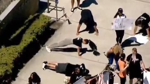 迷之抗议:美国集体俯卧撑要求健身房开门