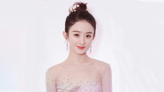 赵丽颖与《有翡》同组演员聚餐露灿笑 王一博分享新滑板直呼好看到哭