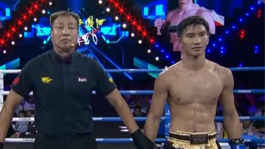 环球拳王争霸赛 中国选手付高峰三招将美国选手TKO