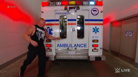 突袭救护车!不让就医 这就有点过分了