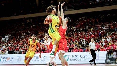 末节狂追无果 中国男篮热身赛再负巴西