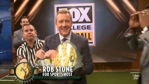 搞笑了 FOX主持人竟然夺得了247腰带