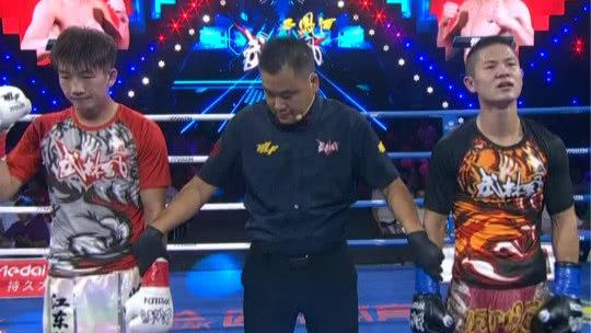 环球拳王争霸赛 中国选手赵崇阳一波快攻直接将对手TKO