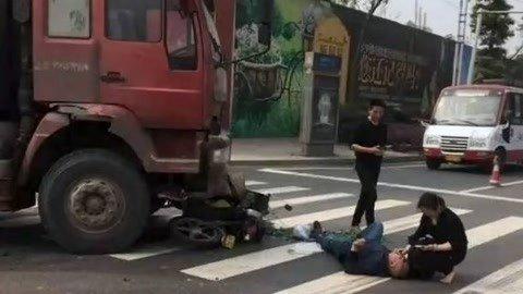 货车被撞货车司机却是全责