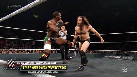 黑人拳击手猛虐WWE菜鸟 拳拳命中面门