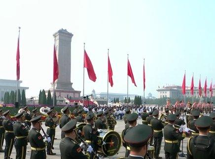习近平等党和国家领导人出席向人民英雄敬献花篮仪式