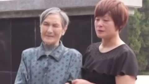 81岁妹妹在烈士墙上找到哥哥 快递小哥参加国庆方阵