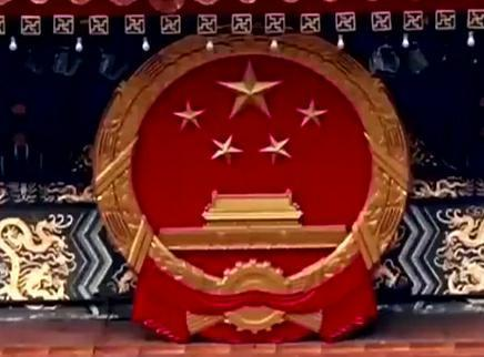 新国徽亮相天安门城楼