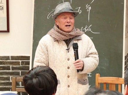 赤脚乡贤 大学教授回乡做耕夫