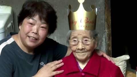 111岁老人过生日 新郎接亲被落服务区