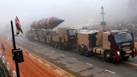 巴铁30枚核导弹加注燃料