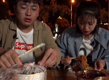挑战重庆最辣炒米粉