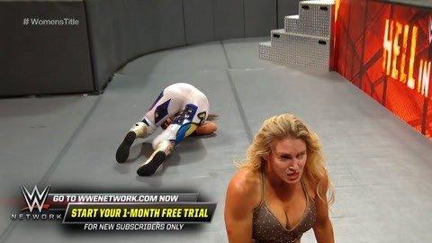 夏洛特后摔贝利夺冠拿走腰带