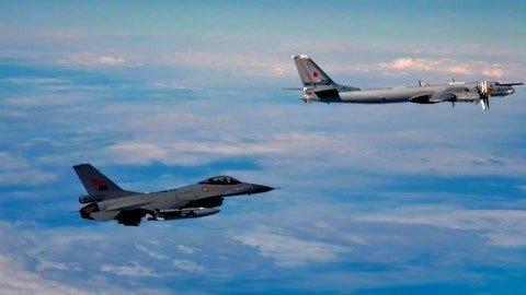 俄轰炸机连闯两国防空圈