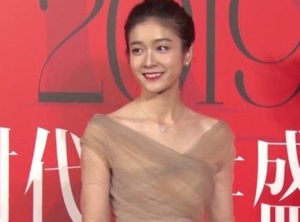 张雪迎李梦展现代女性美丽