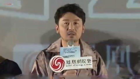 雷佳音为汤唯戴项链 演员频频做客直播间宣传