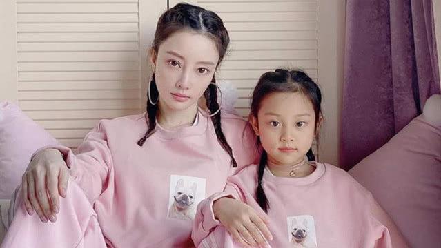 甜馨与李小璐温馨合唱淑女范足 《创3》首轮公演大张伟的歌成竞演曲