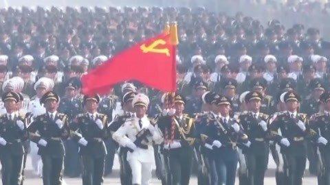 """中国第一""""天团""""练成记 中国女兵巾帼不让须眉"""