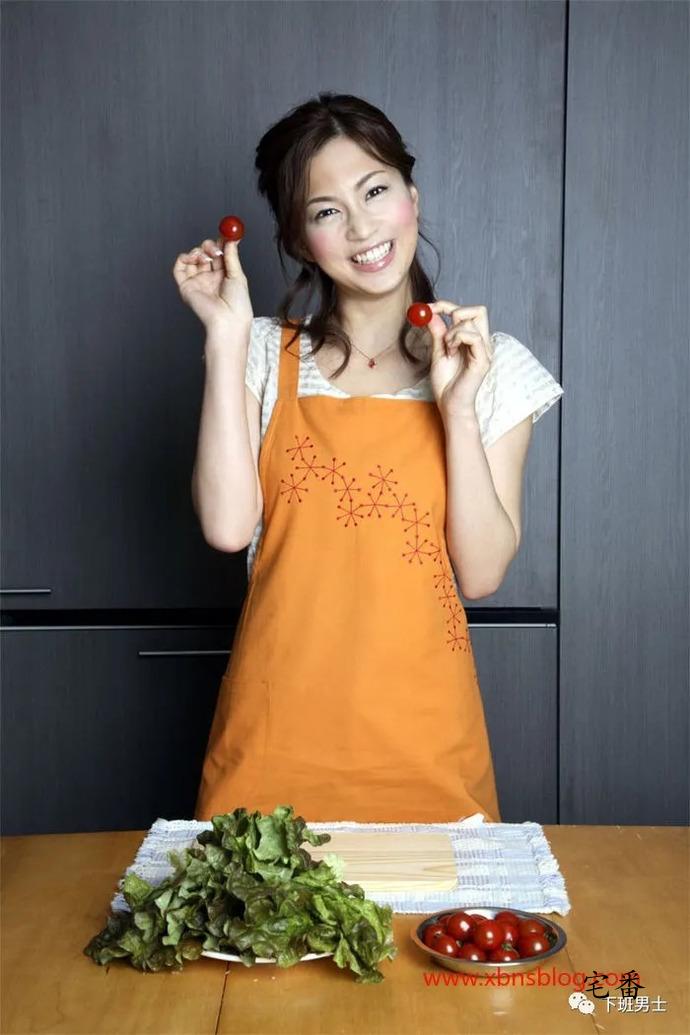 惨遭二次劈腿的日本水着女星安田美沙子写真作品图片
