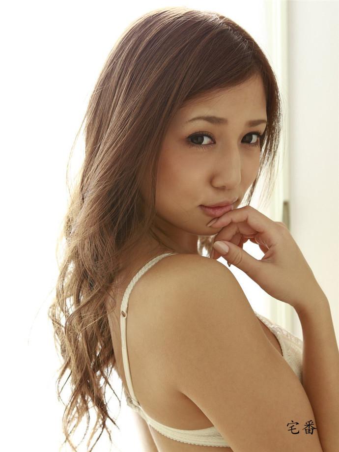 选美比赛第一的日本模特丸高爱实写真全集图片