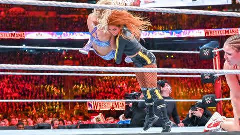 贝基飞摔对手 罗西都看懵了