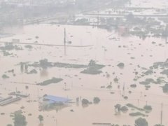 直击抗洪一线:火速救援 转移群众