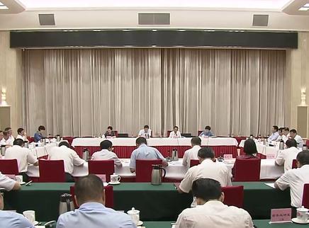 省委理论学习中心组(扩大)举行集体学习