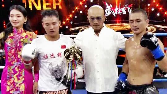 环球拳王争霸赛 中国选手朱路林以碾压的之势战胜蒙古选手