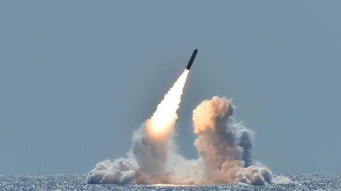 美军连射两枚洲际导弹