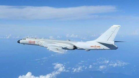 多架中国军机飞越岛链