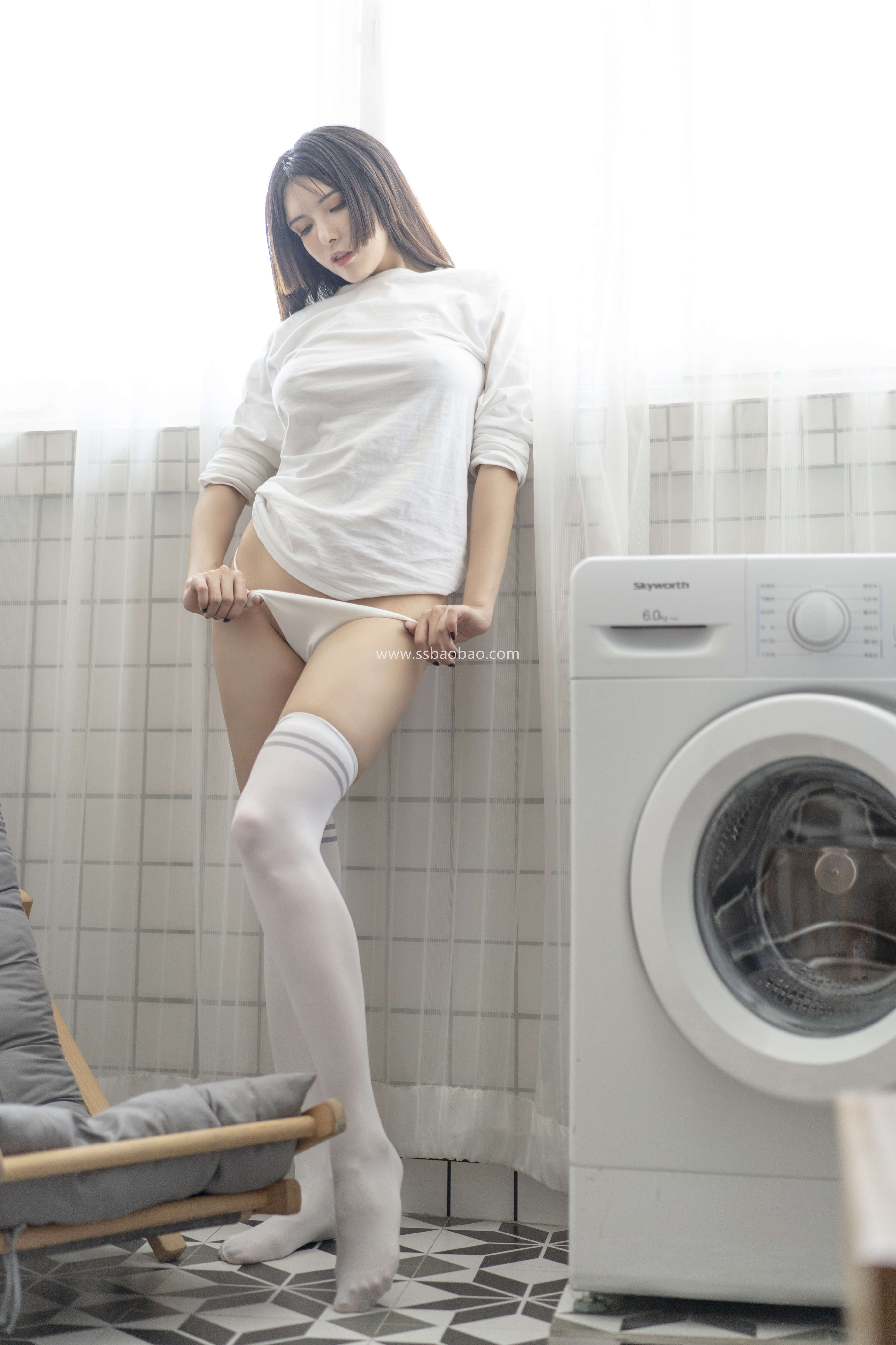 秋和柯基后期作品 H026 洗衣房的室友姐姐[70P1V-3.93GB]05