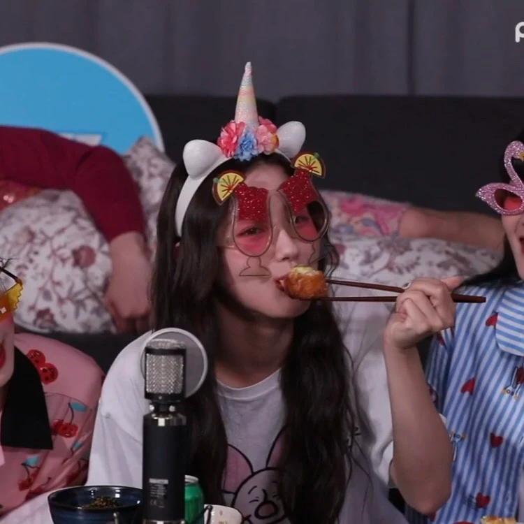 这10名韩国偶像有个共同点,大家发现了没有?对,他们都是左撇子!插图6