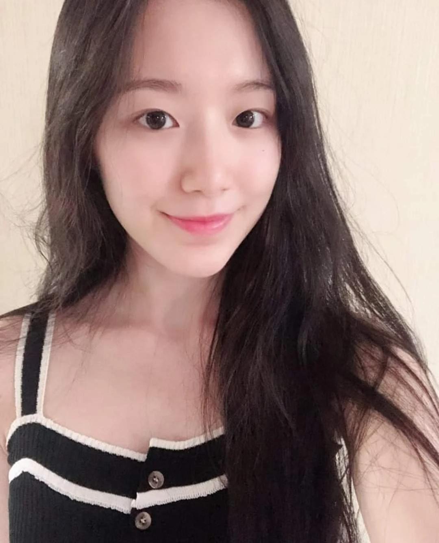 """这8位拥有""""陶瓷皮肤""""的韩国女偶像,让粉丝超羡慕插图15"""