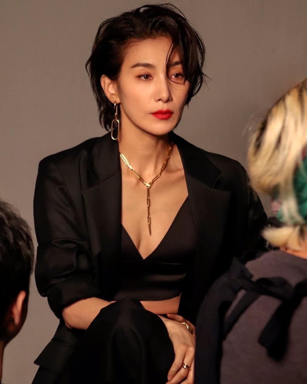 韩国冻龄美女演员当道!除了《夫妻的世界》金喜爱外还有她们!插图(7)