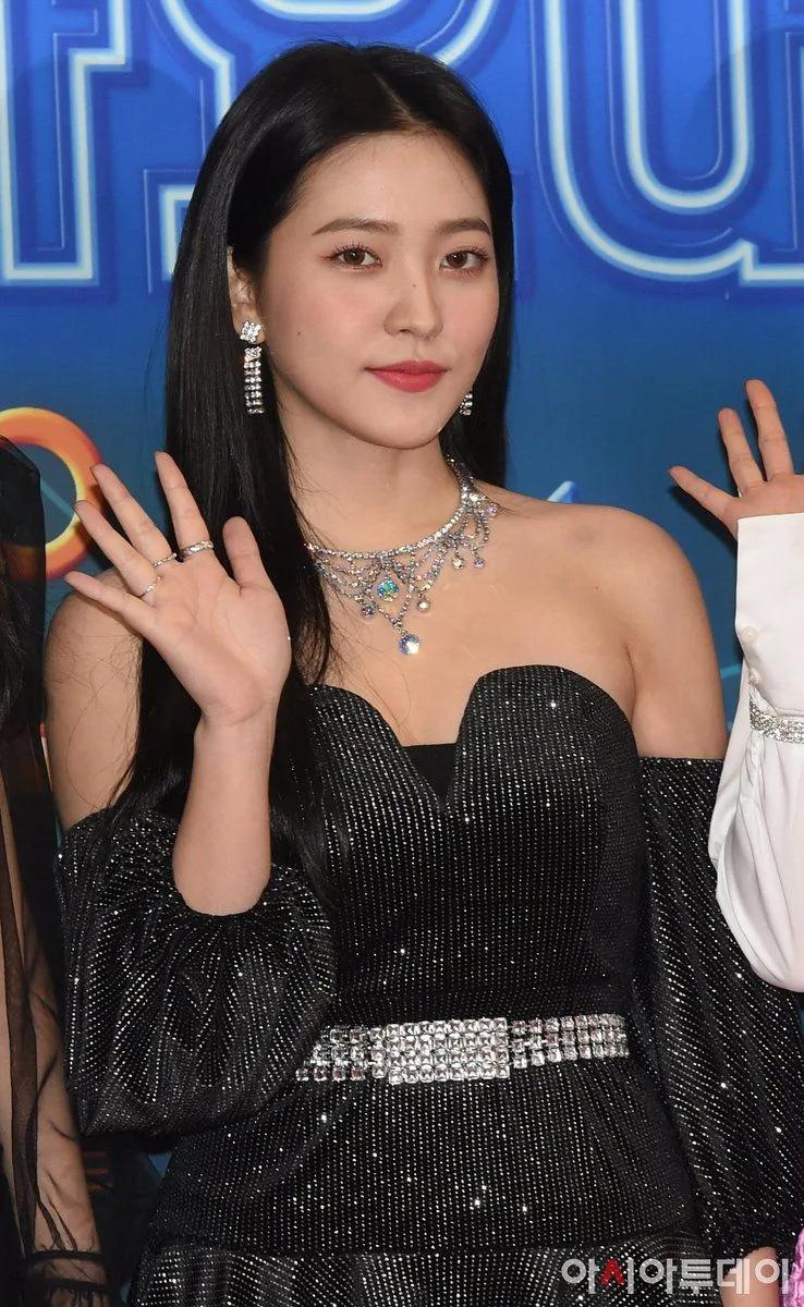 Red Velvet忙内Yeri十大最令人惊艳的红毯造型插图(3)