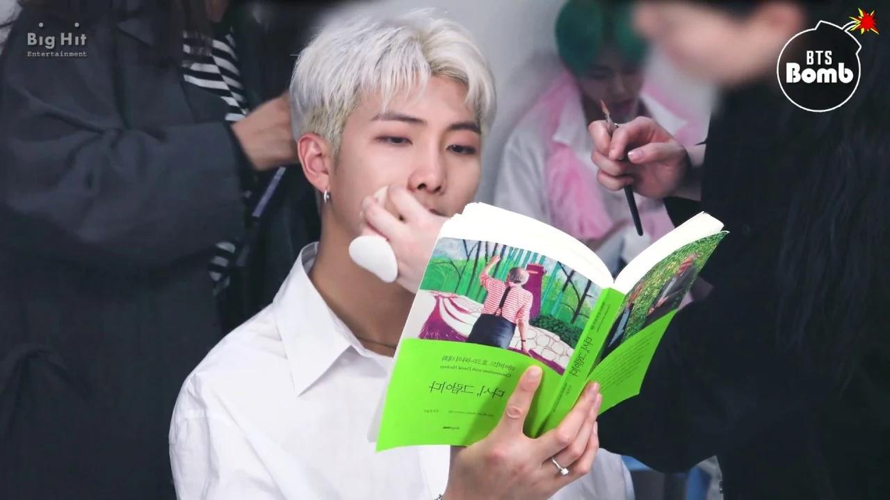 跟着偶像一起读书!韩国偶像推荐的这7本书,每一本都值得收藏!插图1