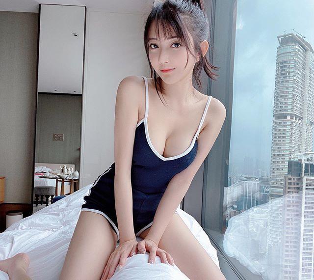 香港女星欧咏怡大方放送美R、长腿诱惑