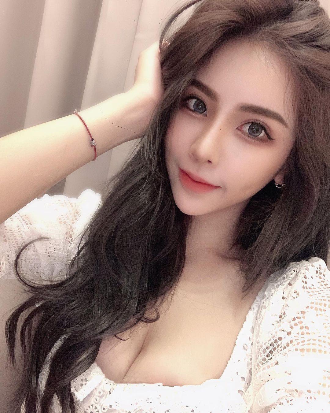 台湾妹子@菜菜 雪白美肌+窈宨曲线上岸也超hot!