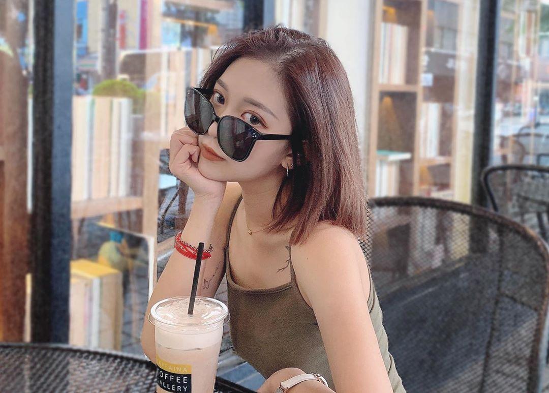 短发正妹「Meredith Hsu」骨感嫩体还挺「浑圆双峰」,魅力电眼直接扫荡男粉心!-新图包