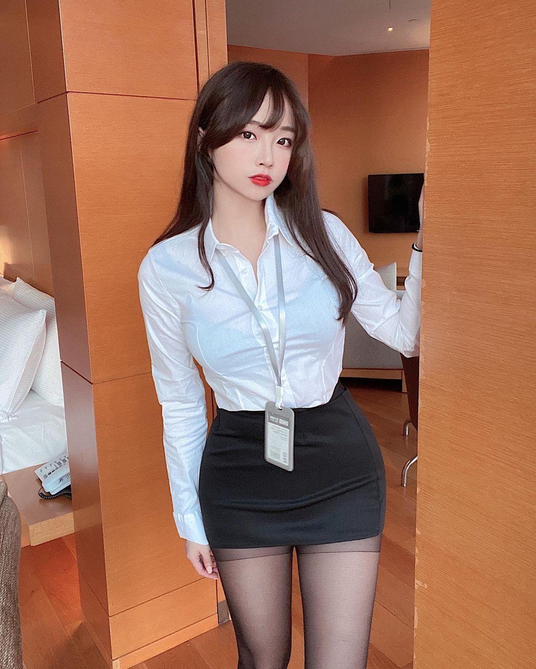 韩国美女主播김아영秘书套装黑丝包裹大腿超性感 美图 热图2