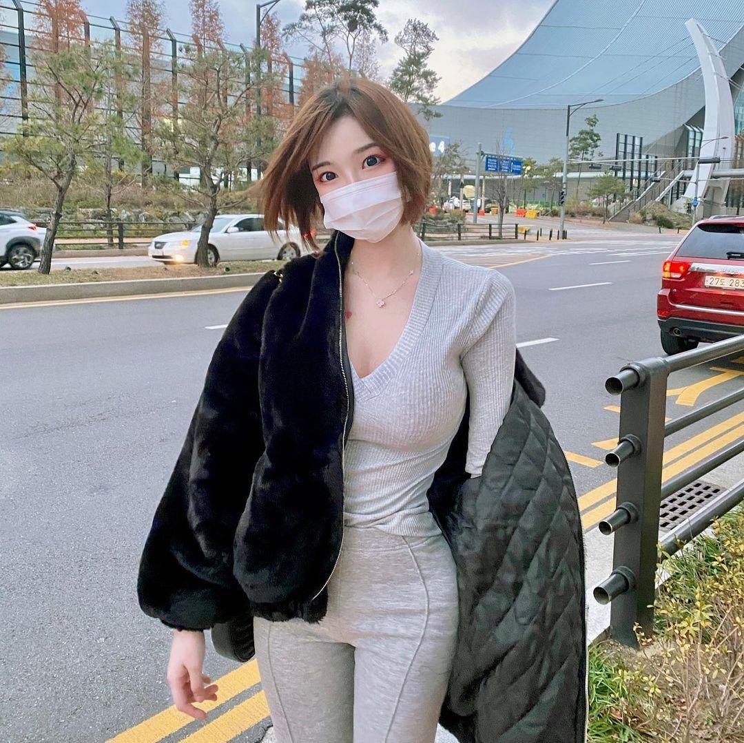 韩国网红Mina 민아穿低胸上衣双峰呼之欲出 美图 热图4