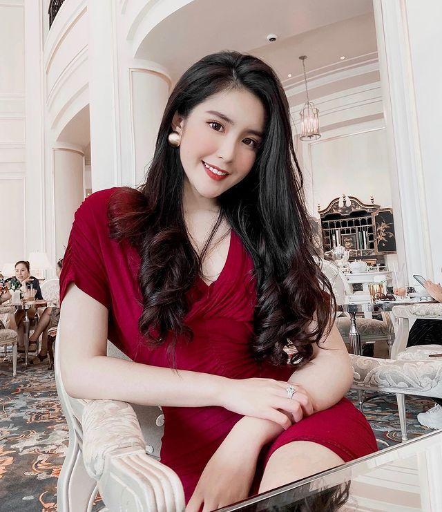 越南美少女《DOANGHI》穿家乡服饰「奥黛」,年纪轻轻就展现迷人的越南异国风采-新图包
