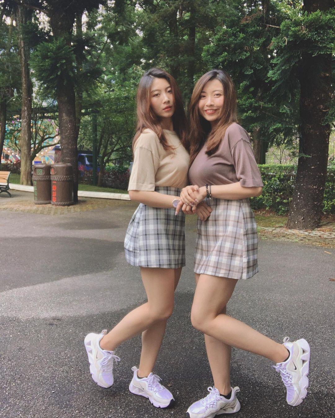 超正双胞胎姐妹身材一样火辣网友:要看胸口刺青才能分 养眼图片 第2张