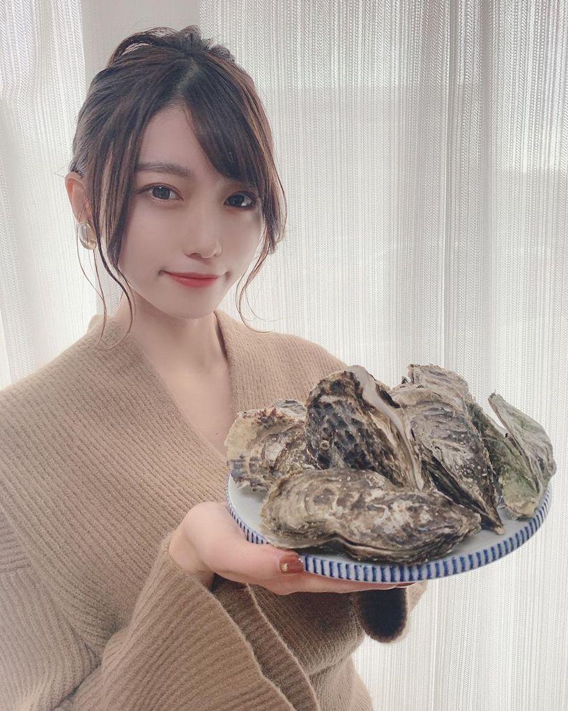 「ましゅろ」日系简约舒适风正妹,爱吃牡蛎受男同学欢迎-新图包