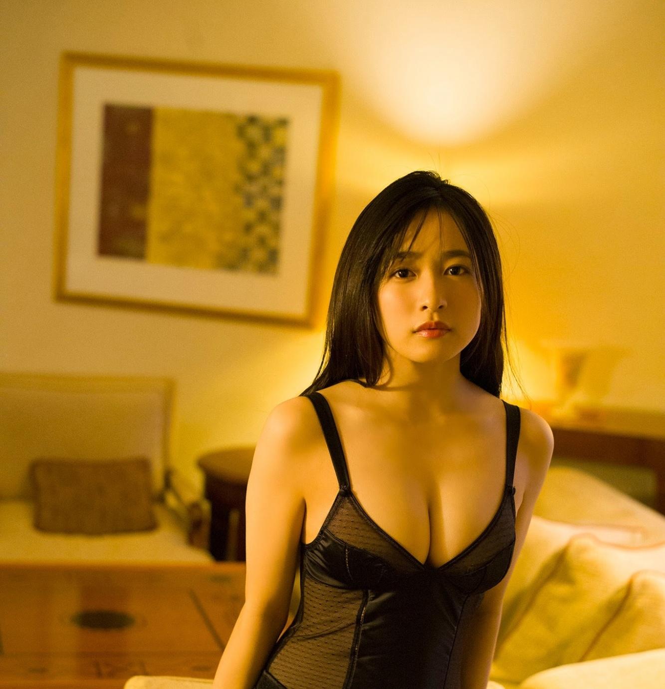 单眼皮萌妹子「早川渚纱」,摇滚偶像组合「Pimm's」的女神级成员