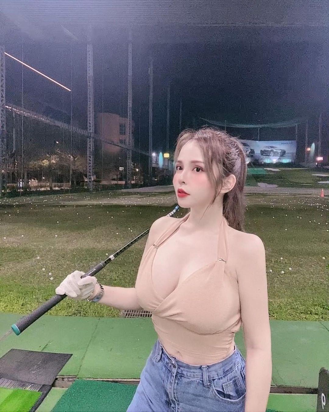 Mandi香菱打高尔夫,挥杆画面让人浮想联翩 发现美